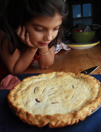 Liv with blueberry pie